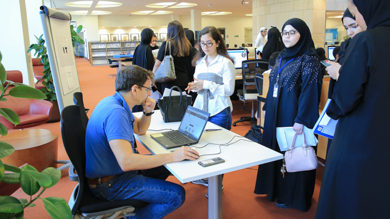Students speak to an IT representative during orientation.